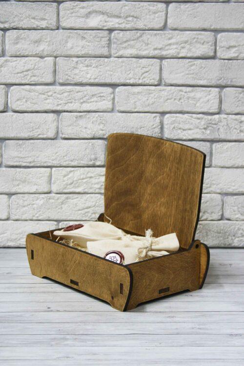 Подарочная шкатулка из дерева