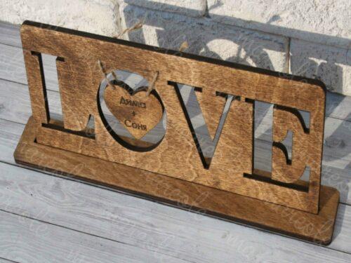Надпись вырезанная из дерева
