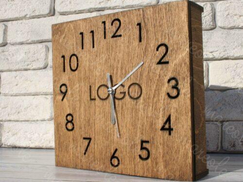 Деревянные часы с логотипом