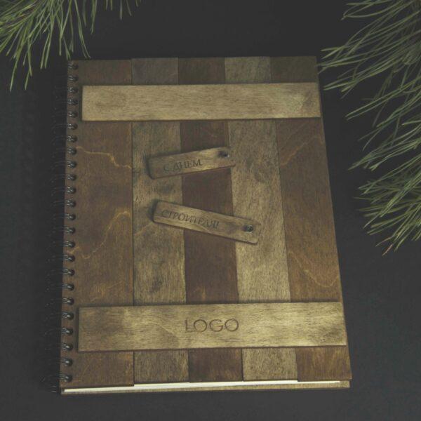 Деревянный блокнот с гравировкой «Деревянная дверь»