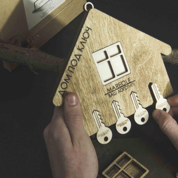 Ключница из дерева «Дом под ключ» «suv01»