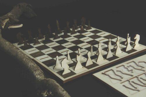 Шахматы из дерева