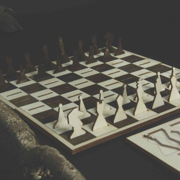 Шахматы из дерева оригинальные