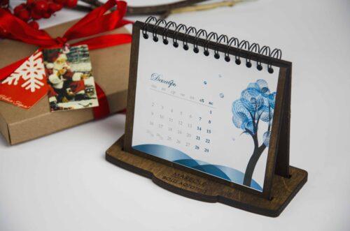 Деревянный настольный календарь