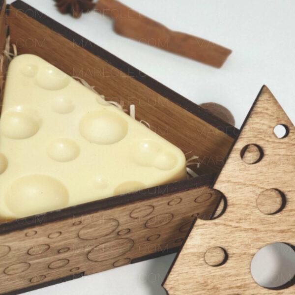 Новогодний подарок сыр
