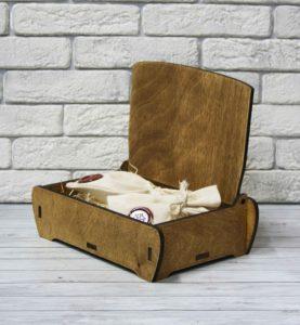 деревянная шкатулка для подарка