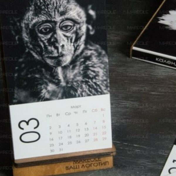 Календарь на деревянной стойке